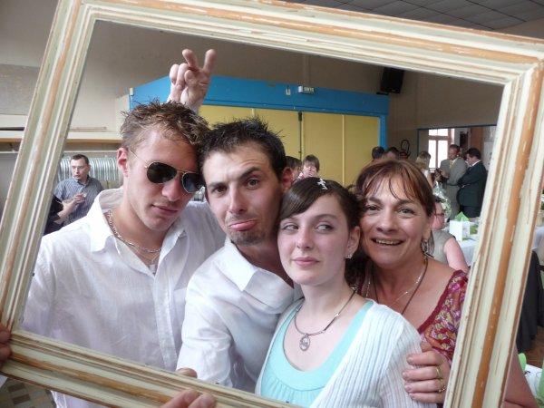 MA FAMILLE ; Jaaime passé mon temps avec eux*, Ils sont les pluus importants   ! La Famille je vous aiime pluus que tooooooout !   ♥♥♥♥
