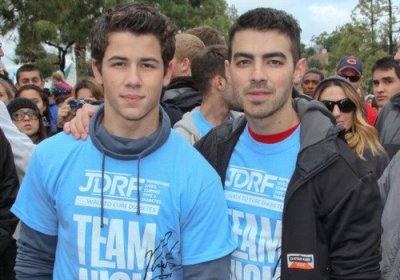 Joe & Nick participent à la marche contre le diabète