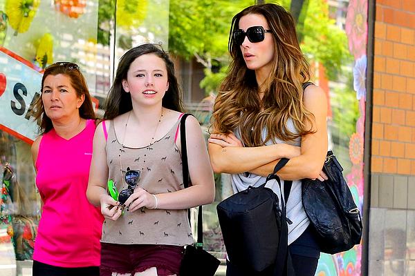 .  Le 19/06 : Kate et sa fille Lily (âgée de treize ans) sont allées faire un peu de shopping, à Santa Monica .