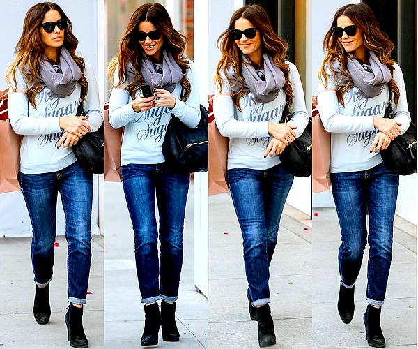 .  Le 07/12 : Notre jolie Kate est allée faire quelques achats de Noël en compagnie d'une amie, à Beverly Hills .