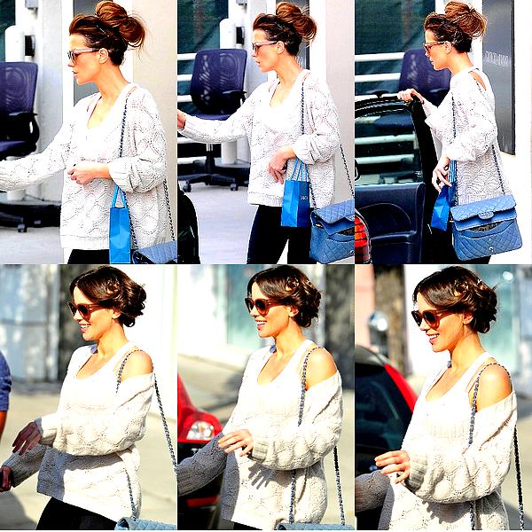 . Le 17/05 : Kate a été vu sortant d'un magasin puis peu après quittant un salon de beauté, à Beverly Hills.
