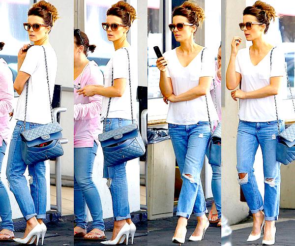 . Le 09/08 : Kate a (enfin) été aperçu alors qu'elle se rendait à sa voiture dans un parking de Beverly Hills  .