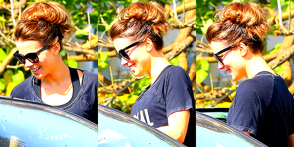 . Le 25/02 : Kate a été photographié alors qu'elle rejoignait des amis qui attendaient en voiture devant chez elle.