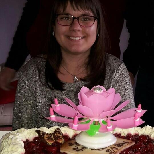 Elena-Elisabeta  fête aujourd'hui ses 22 ans, pense à lui offrir un cadeau.Hier à 22:44