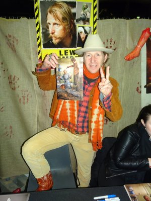 De Massacre à la Tronçonneuse à Walking Dead, il n'y a qu'un bras pour Lew Temple !