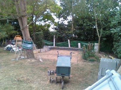 quelques préparation avant de couler cette dalle, fouille - fondation - 2 rangs de parpaings - remblais - gravier - ferraille
