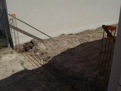 en meme temps que la cloture, j'ai fait une seconde entrée, et une terrasse de 42 m².
