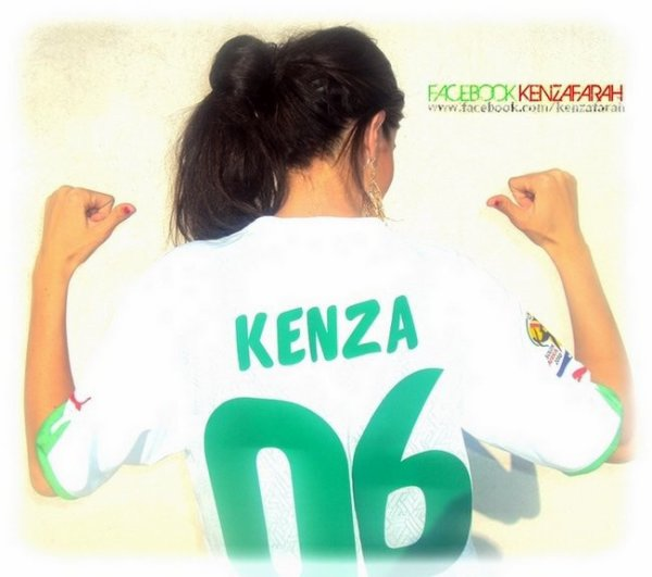 Kenza encourage l'équipe national algerienne
