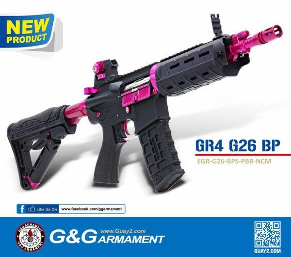 ma préféré la M4 rose   Il sera fabriqué en plastique et en métal, mesurera 700 mm et inclura le système Blow Back hydraulique de G&G ainsi qu'une gearbox de 8 mm.  Le poids très léger, ne dépassant pas les 2,5 Kg, est idéal pour la transporter sans se fatiguer.