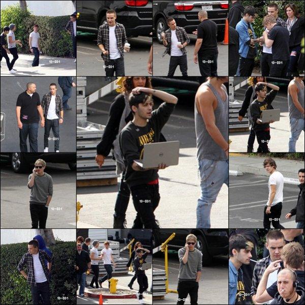 Les Boys hier en dehors des Studio de X FACTOR USA