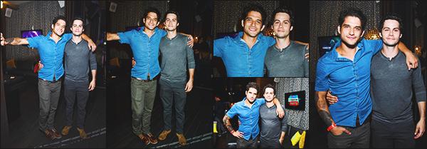 """.20.07.17 ▬ En fin de journée, Dylan participé à la soirée """"Fandom Fest Party"""" à San Diego avec le Cast  Après la soirée, mister O'brien a prit le temps de poser avec quelques fans. Il était en compagnie de Tyler qui avait d'ailleurs le même t-shirt ! Avis?"""