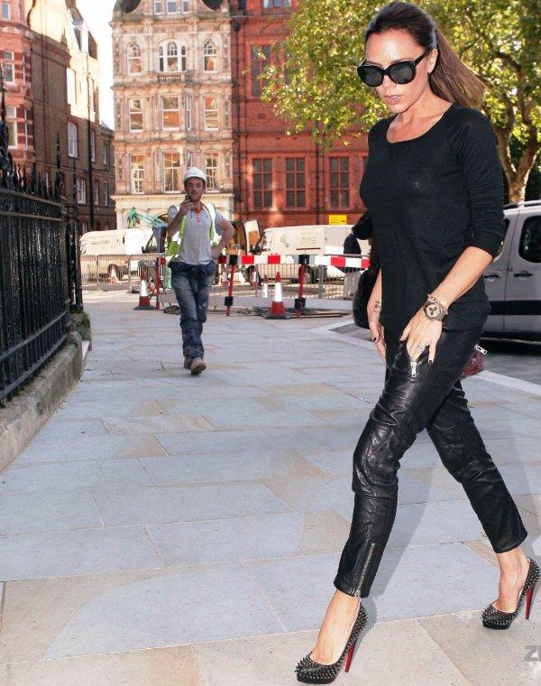 Victoria Beckham à la fois classe et rock dans les rues de Londres !