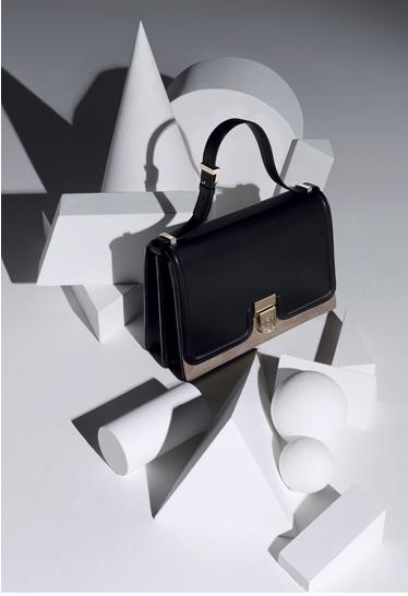 La première collection de sacs Victoria Beckham en images