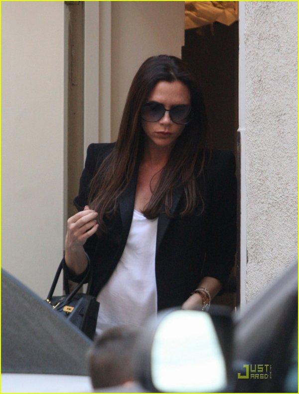 Victoria Beckham en mode shopping chez Barneys avec Romeo