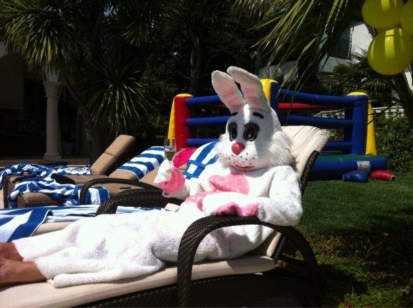 Victoria Beckham et le lapin de Pâques
