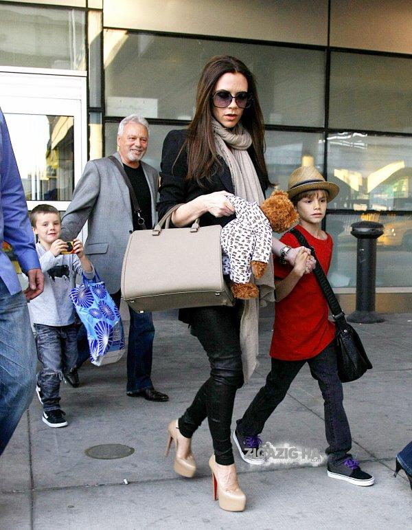 Victoria Beckham fait escale à New York après le mariage princier