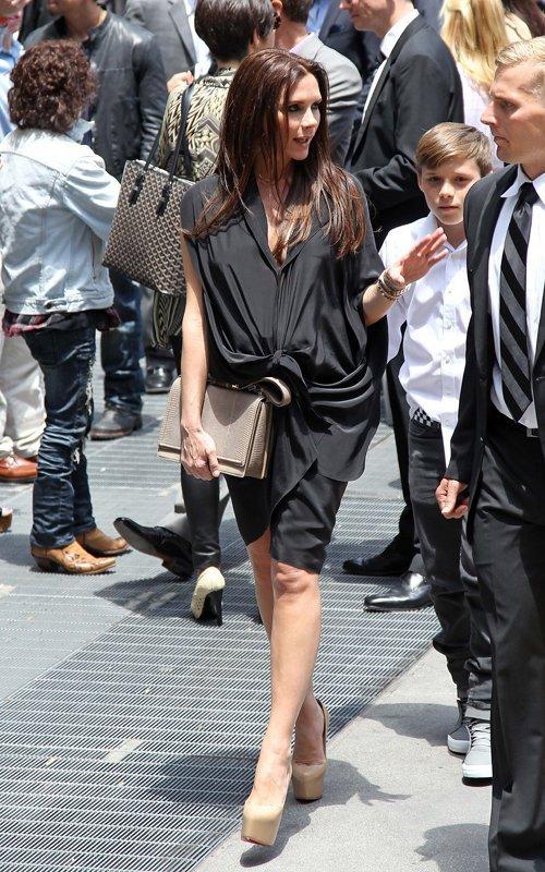 Victoria Beckham accompagne Simon Fuller pour son étoile sur Hollywood