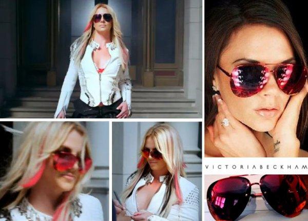 Britney Spears voit rouge grâce à Victoria Beckham !