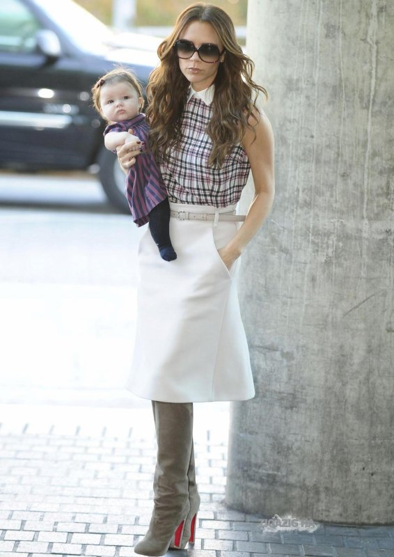 VICTORIA BECKHAM & HARPER - FROM NEW YORK TO LONDON - 25.11.2011