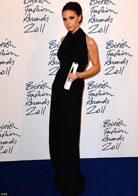 VICTORIA BECKHAM - BRITISH FASHION AWARDS 2011 - SAVOY - LONDON - 28.11.2011