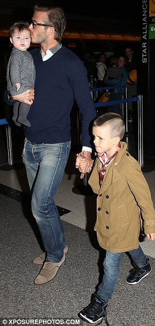 LES BECKHAM EN ROUTE TO EUROPE FOR CHRISTMAS !