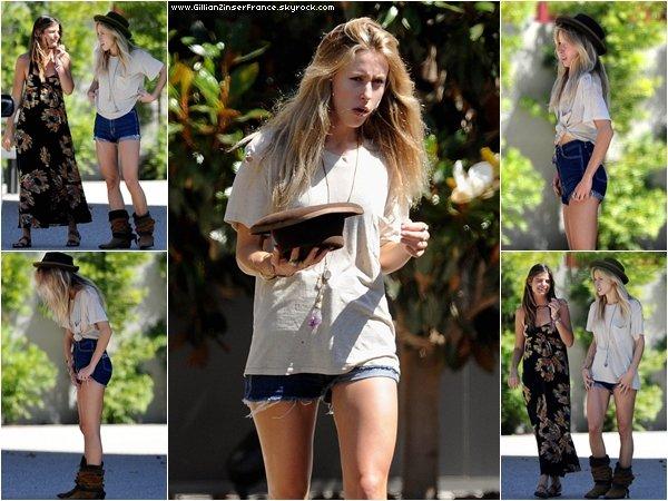 04 août : Gillian dans les rues de Venice avec des amis.