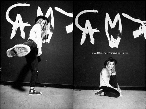 Nouveau photoshoot de Gillian signé Justin Coit.