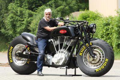 la plus grosse moto de s rie au monde de la big wheel et du fun what else. Black Bedroom Furniture Sets. Home Design Ideas