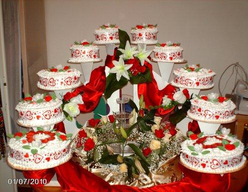 pice monte couleur rouge et blanc fleurs fraiches - Presentoir Piece Montee Mariage