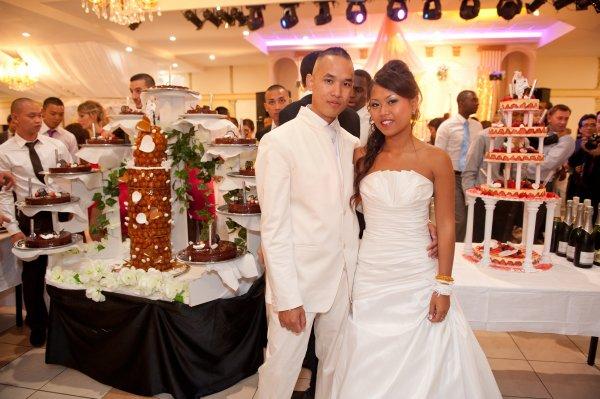 Les mariés et les pièces montées