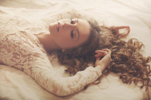 Certaines tombent amoureuses, c'est pure ça les élève, moi j'tombais amoureuse comme on tombe d'une chaise.