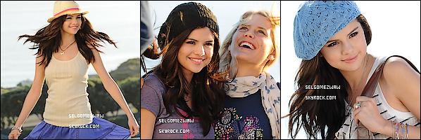 """. 14/11/10  _ S. était à Malibu pour le Shoot de sa nouvelle collection de vêtements « Dream out Loud » ______+ Vote pour Selena Gomez & The Scene pour les P'CA 2011, dans la catégorie """" Favorite Breakout Artist """" ."""