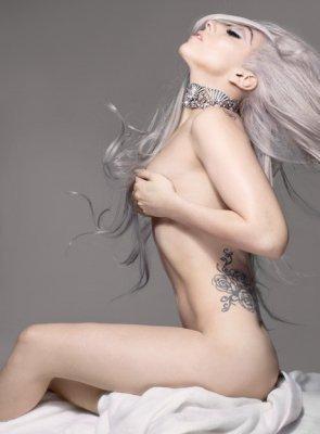 """Lady Gaga... *-* """"J'ai toujours été célèbre. Mais c'est juste que personne ne le savait. Mais plus que tout, le message le plus fort de l'album est: peu importe qui tu es, d'où tu viens, ou combien d'argent tu as. Tu peux autoproclamer ta propre célébrité. L'important n'est pas combien de gens te connaissent, mais vivre ta vie d'une manière qui donne envie aux gens de te connaître."""""""