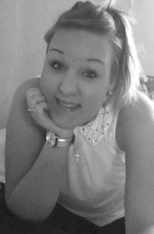 Tu sais de belles choses peuvent sortir de l'inconnu même celle qui font peur. D'ailleurs si ça ne fait pas peur c'est que ça n'existe pas. Regardes fort dans ses yeux et tu verras si tu peux lui faire confiance, mais ne vas nulle part où tu n'as pas envie d'aller.