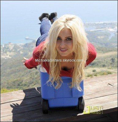 02/08/11 : Alyson a fait un photoshoot pour la marque OP (Ocean Pacific) !