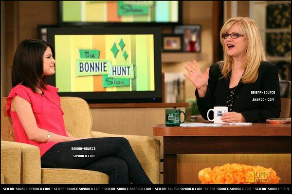 """.. « Je ne regarde pas ça. Désolé, je suis une adolescente ... »                                             C'est ce que Selena à déclaré à propos de Twilight lors de l'émission """"The Bonnie Hunt Show"""". .."""