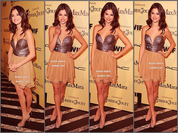 ..  26/02 : Dans une somptueuse robe Dolce & Gabbana, notre ravissante Selly s'est rendue à la cérémonie des « Vanity Fair Oscar 2012 » avec sa mère. Vos avis sur sa tenue & sa coiffure ?   ..        ..  24/01 : Selena, sublimissime, était présente à la 5ème cérémonie des « Women In Film Pre-Oscar Cocktail Party » à Los Angeles, dans une jolie robe Ani Lee. Qu'en pensez-vous ?  ..