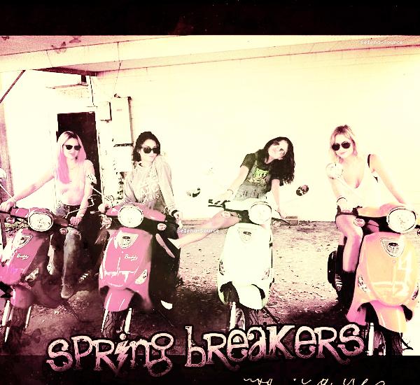 ..  Du 29 février au 6 mars : Selena Gomez, Ashley Benson & Vanessa Hudgens, étaient sur le tournage de leur film « Spring Breakers » à Floride. Vos avis sur les différentes tenues de S. ?  ..