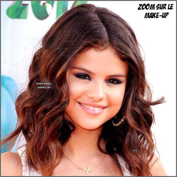 ..   31 mars : Selena Gomez, resplendissante dans un ensemble Dolce & Gabbana avec des talons Cesar Paciotti, s'est rendue à LA où se sont déroulés les « Kids Choice Awards 2012 ».  ..        ..  Elle a remporté deux prix : « Favorite Female Singer » & « Favorite TV Actress ». Elle a été aperçue avec Joshua Hutcherson, Ashley Tisdale, Katy Perry & Jennifer Stone. Vos avis ?   ..