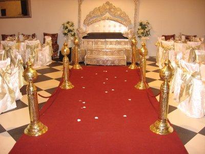 tapis rouge et poteaux pour le plus beau jour de votre. Black Bedroom Furniture Sets. Home Design Ideas