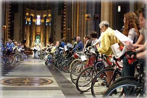 Cathédrale Saint-Jean le Divin: Rituels étranges
