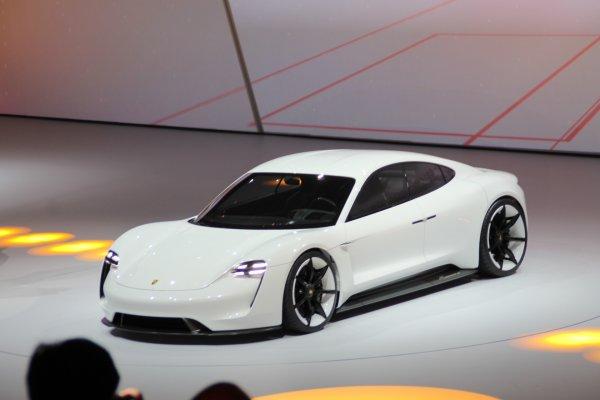 Francfort 2015 live : Porsche Mission E