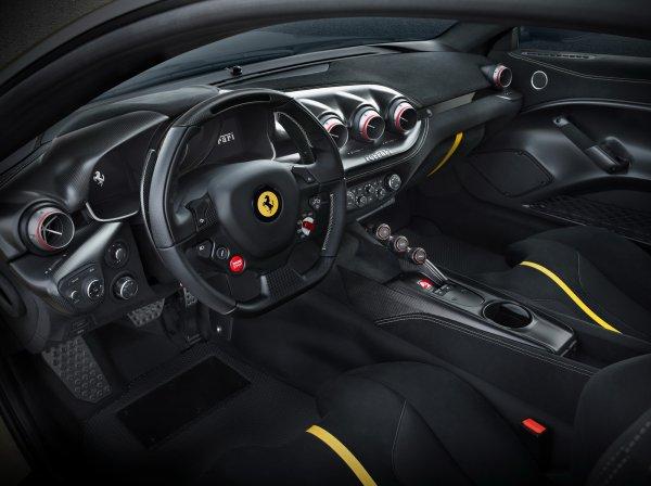 La radicale Ferrari F12tdf est avancée