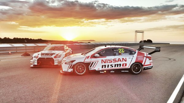 Nissan  Altima V8 Supercar et GT-R Nismo GT3 2016