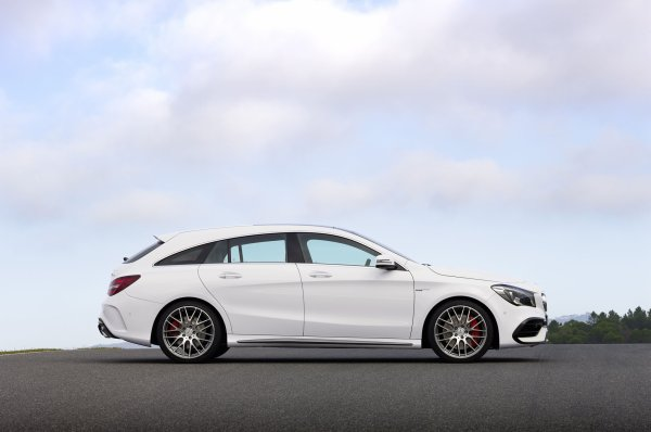 New York 2016 : Mercedes-AMG CLA45 Shooting Brake
