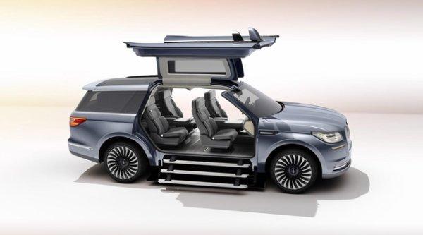 Salon de New York : Lincoln présente le Navigator Concept à portes papillon