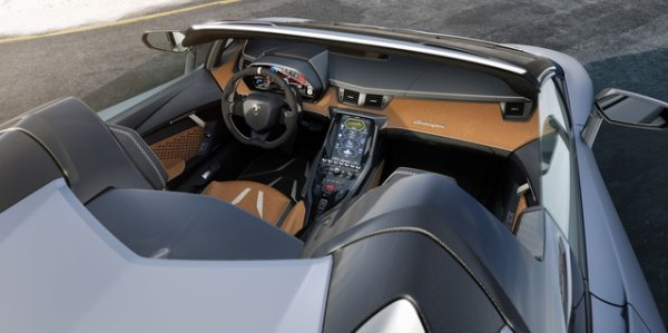 Pebble Beach 2016 : La Lamborghini Centenario ôte son toit