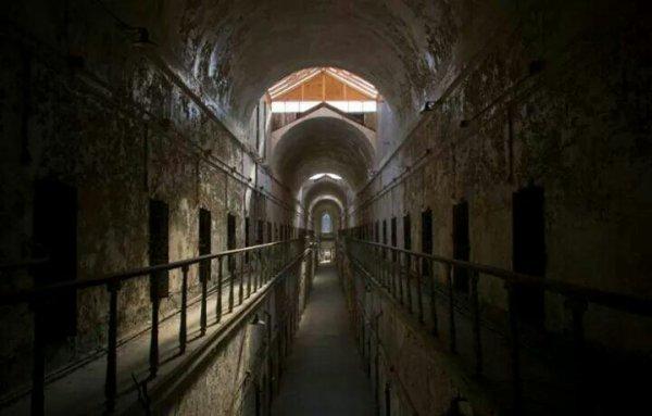 Prison abandonnée *-*