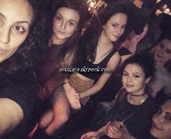 25.02.2017 - Kaya et ses amies, via l'instagram de Megan Prescott.