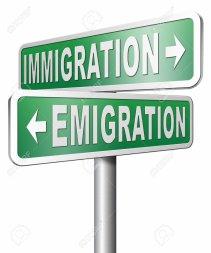 des dizaines de milliers de migrants refoulés depuis février 2017, après l'accord passé entre l'Italie et la Libye, avec l'aval de l'Union européenne, pour endiguer les flux migratoires illégaux.La France destabilise et pille l'Afrique mais refuse de recevoir les migrants....